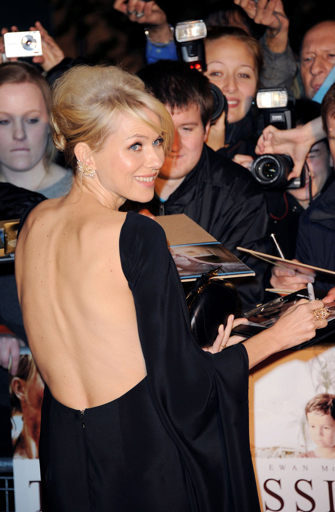Australian actress Naomi Watts signed autographs on November 19, at the premiere of her new film, The Impossible.
