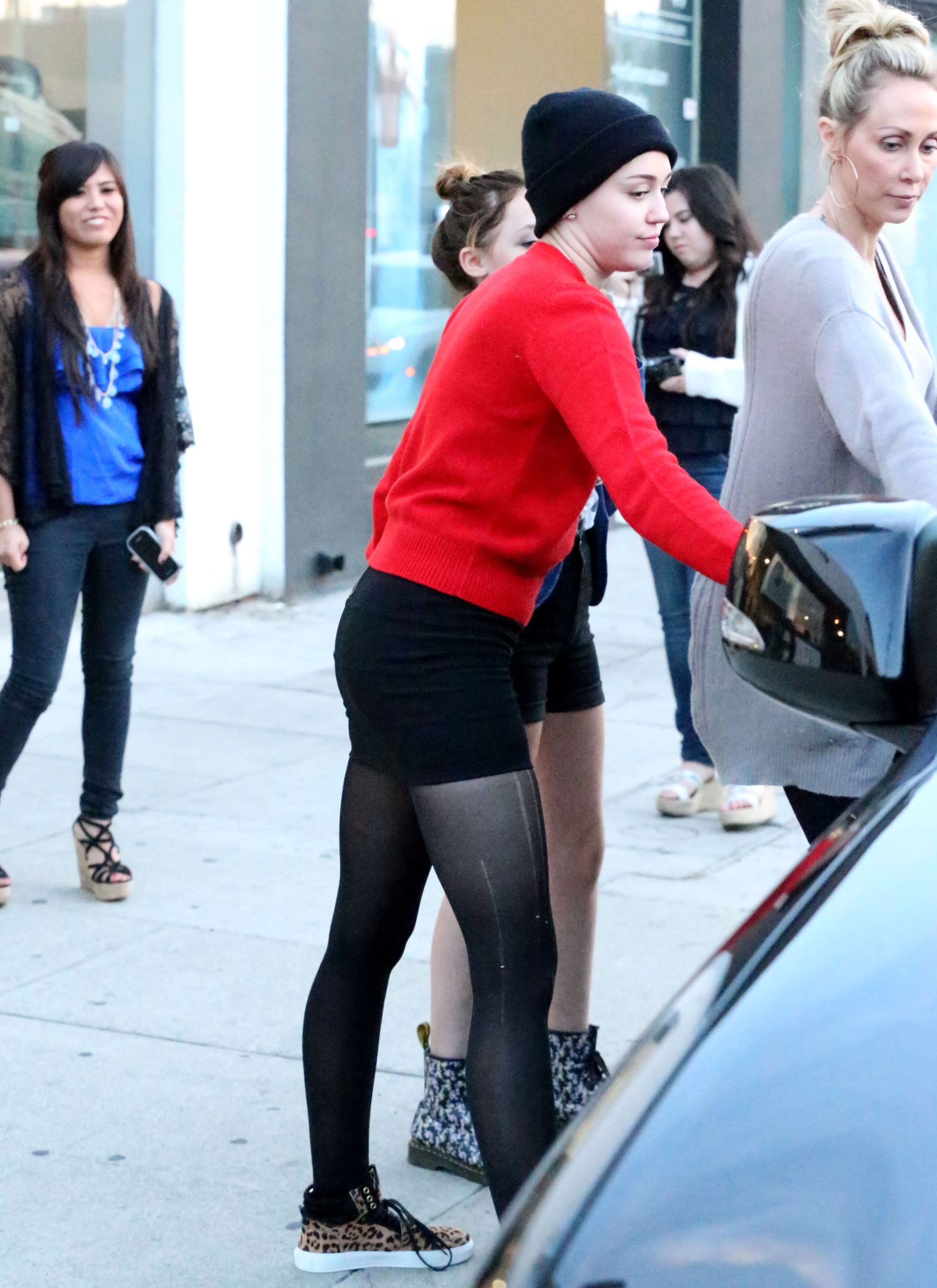 Miley Cyrus got into the car with her mom and sister.