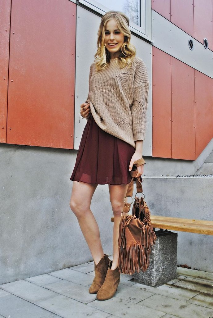 A call to give your knits a hippie-inspired twist with fringed accents and suede booties — extra points for incorporating a touch of oxblood. Source: Lookbook.nu
