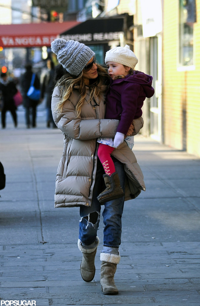 Sarah Jessica Parker held on to baby Loretta in NYC.