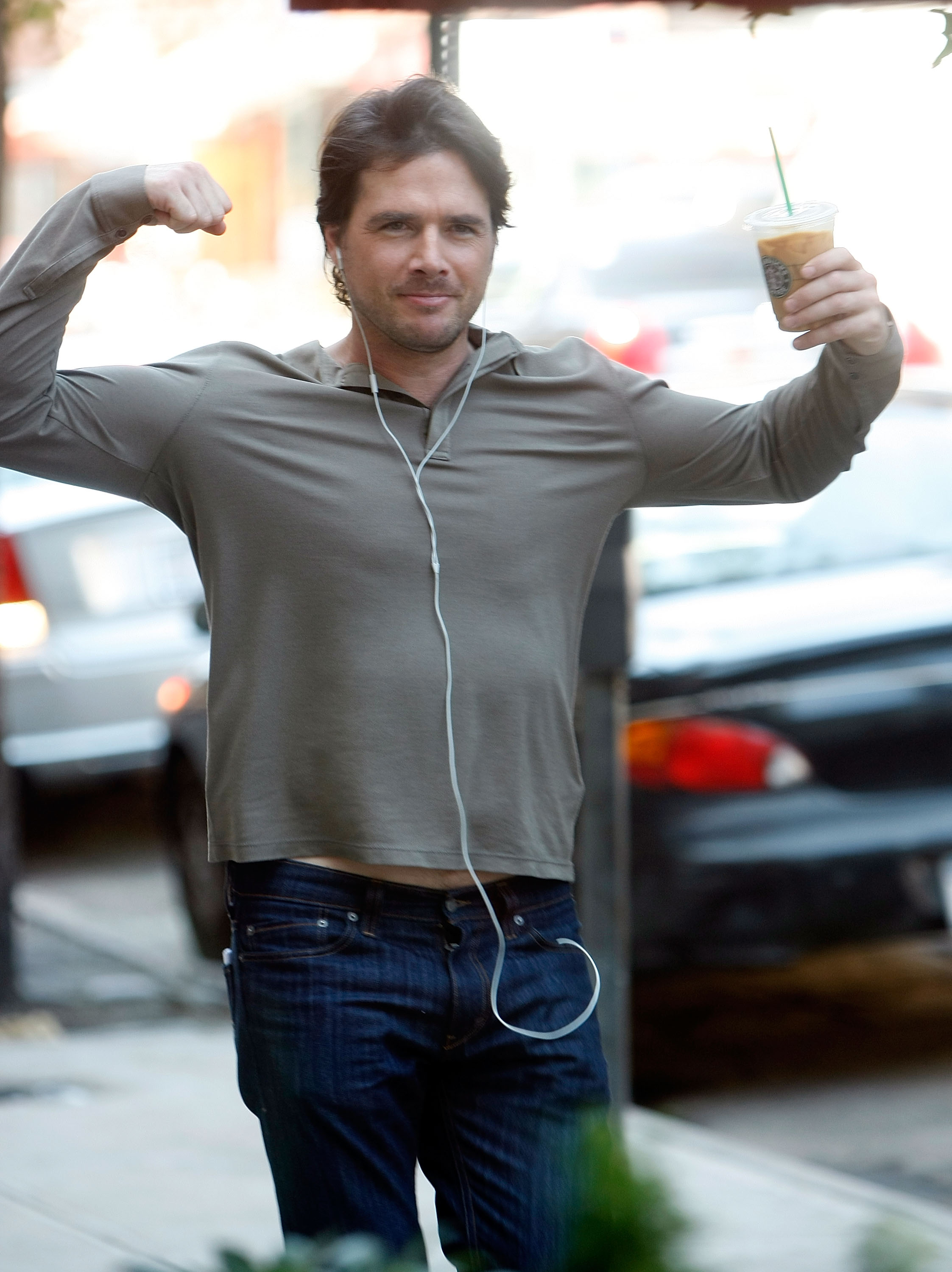 Matthew Settle showed off his bulging biceps while walking to the set in August 2009.