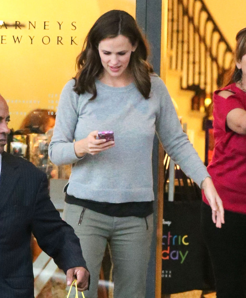 Jennifer Garner stepped out for a solo shopping  trip to Barneys in LA.