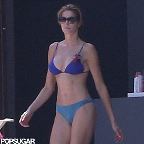 Stephanie Seymour at the Beach With Lily Brant | Pictures