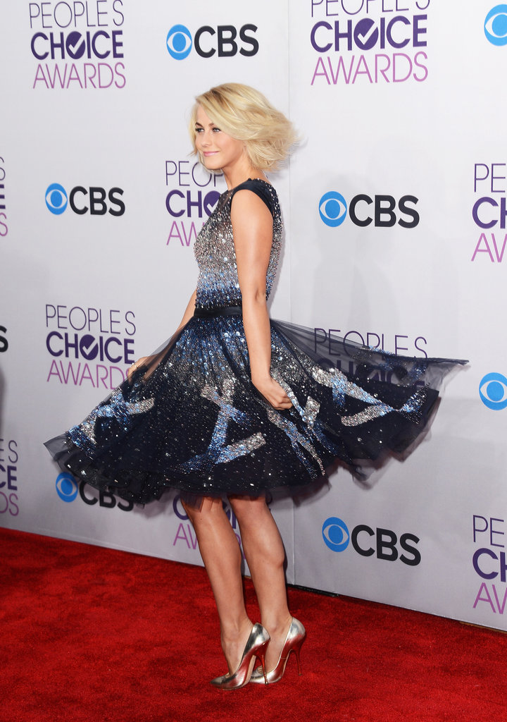 Julianne Hough spinned while posing for photos.