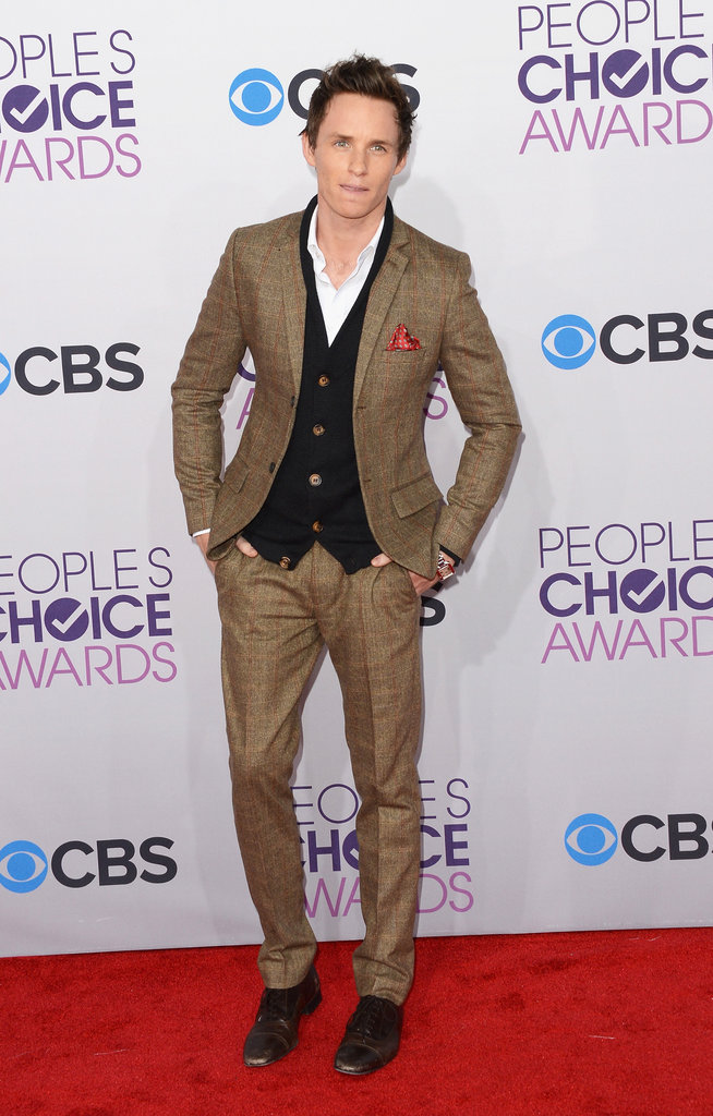 Eddie Redmayne wore a brown suit for the People's Choice Awards.