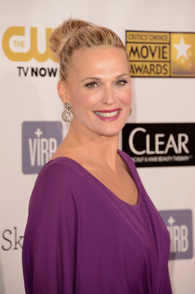 Molly Sims smiled on the Critics' Choice Awards red carpet.
