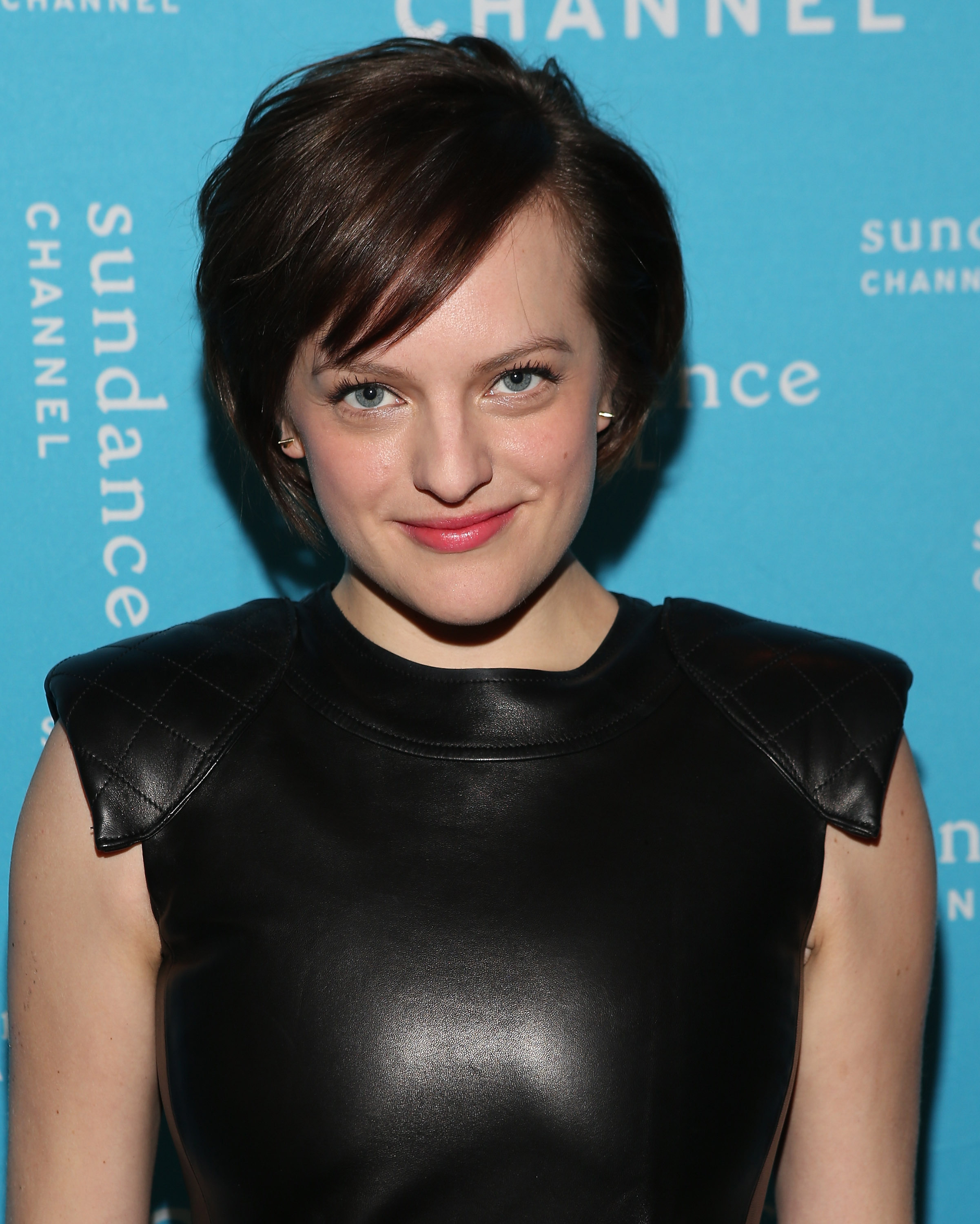 Elisabeth Moss earned a  million dollar salary, leaving the net worth at 0.8 million in 2017
