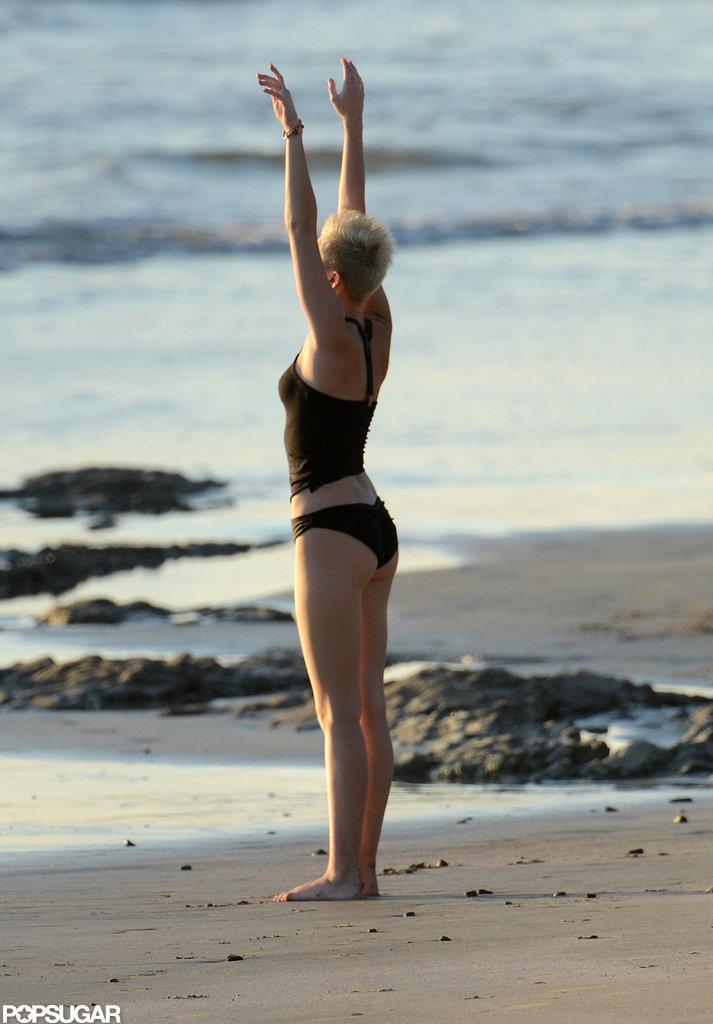 Beach Yoga Pose Yoga Poses on The Beach in