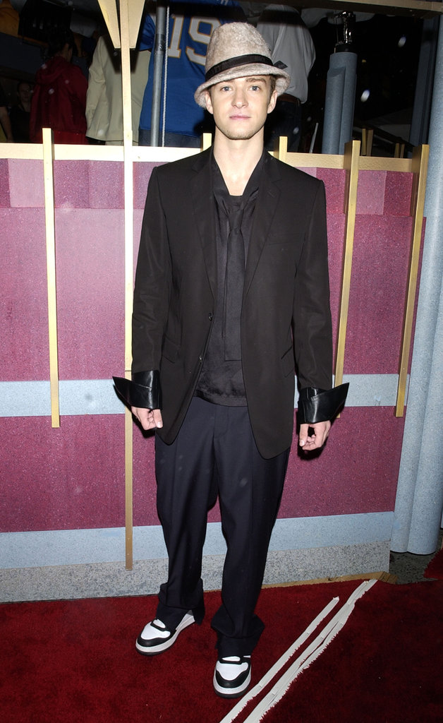 Justin accessorized his suit and tie with a wool fedora and cool kicks at the VMAs in 2002.