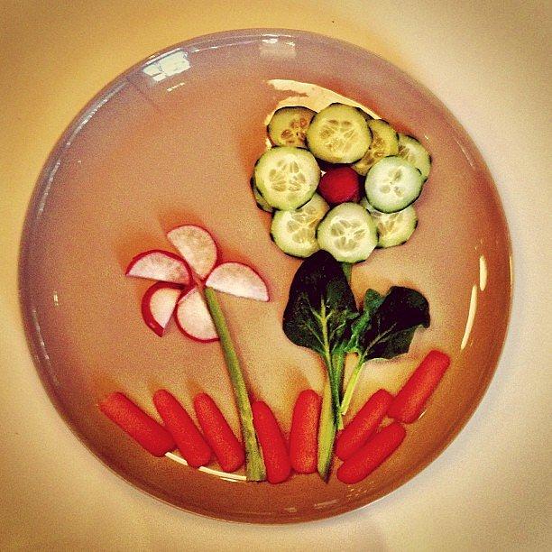 Josh Kelley shared the fun way he gets Naleigh to eat her veggies. Source: Instagram user joshbkelley
