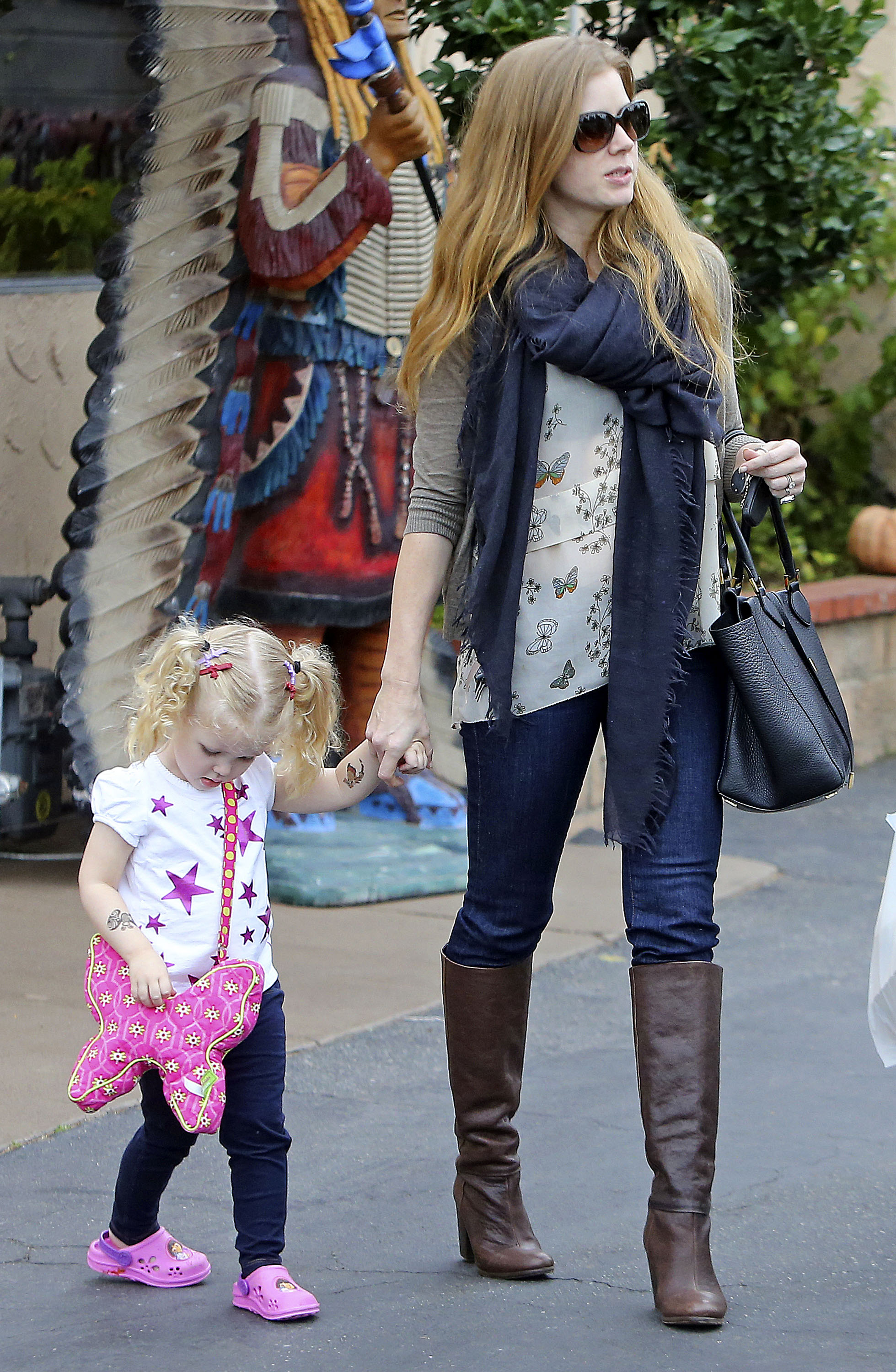 Amy Adams's daughter, Aviana, carried a handbag to lunch with her mom in LA.