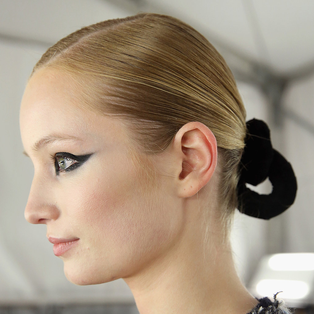 2013 Fall NYFW: Embellish a Boring Bun With a Touch of Velvet à la Monique Lhuillier