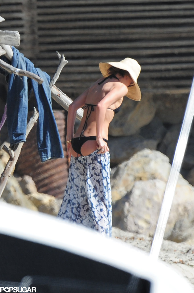 Miranda Kerr slipped into a black bikini for a beach day with her family in LA.