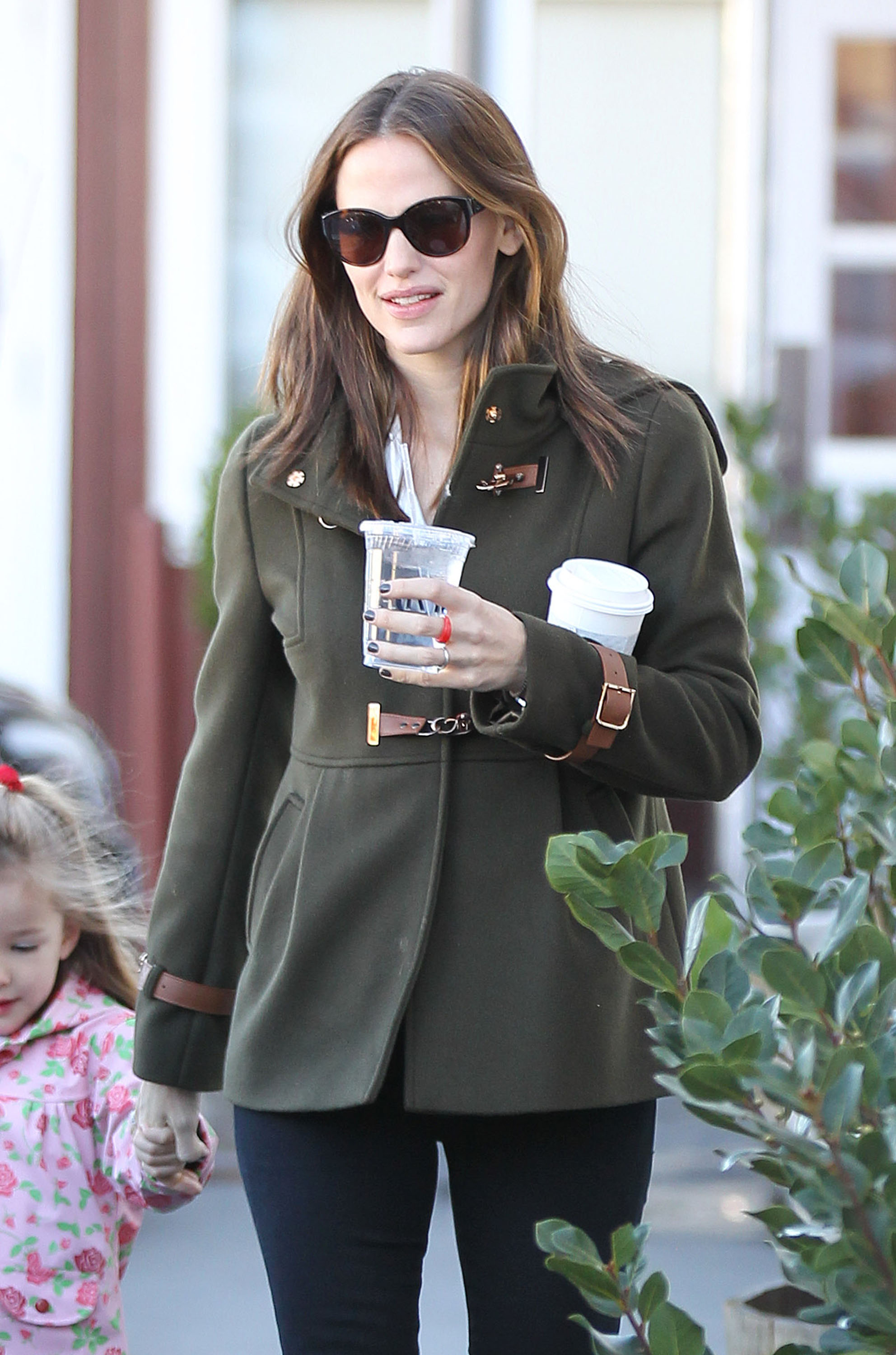 Jennifer Garner juggled two drinks and held hands with Seraphina Affleck.