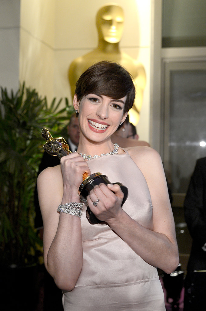 Oscar in hand, Anne Hathaway was all smiles at the Governors Ball.