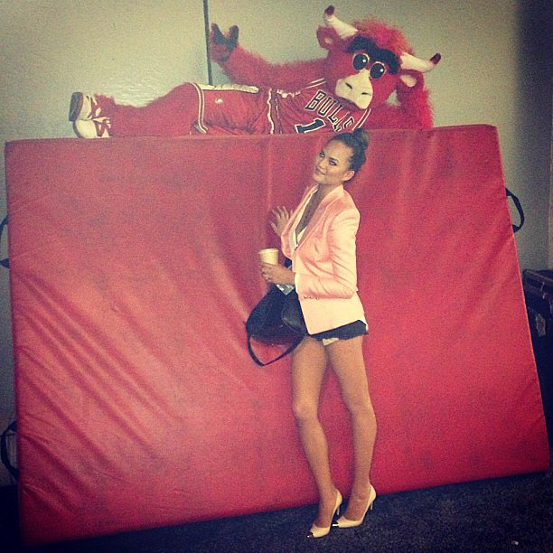 Chrissy Teigen posed with the Chicago Bulls mascot. Source: Instagram user chrissy_teigen