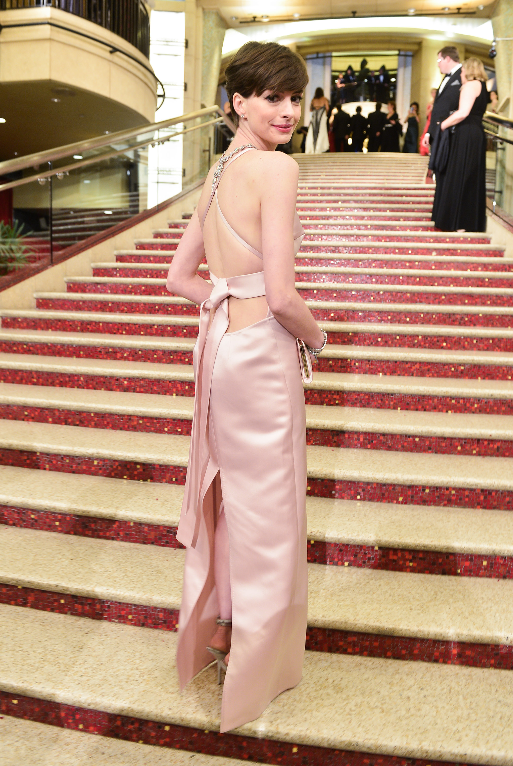 Anne Hathaway arrived at the 2013 Oscars.