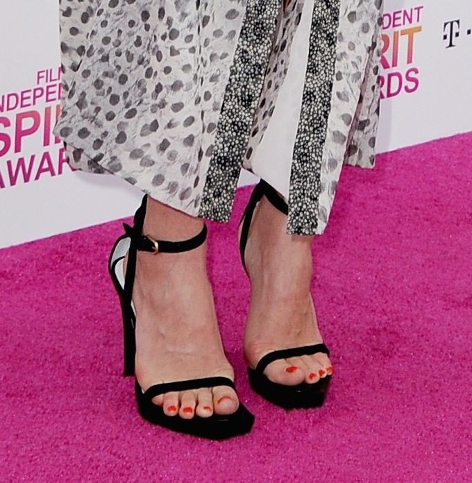 At the Independent Spirit Awards, Dree Hemingway finished her printed Calvin Klein Collection dress with minimalistic black ankle-strap sandals from the brand.