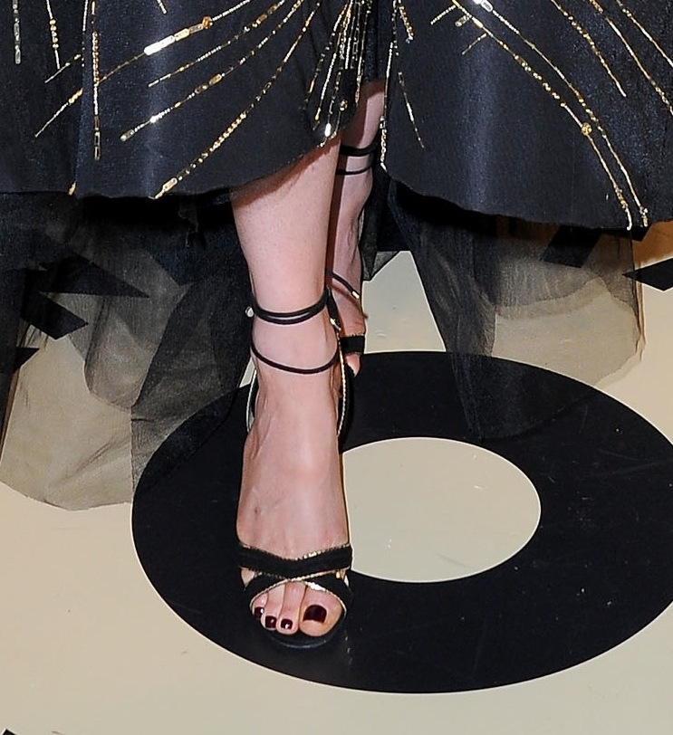 Kate Beckinsale's Monique Lhuillier princess dress was completed via a pair of black-and-gold Jimmy Choo sandals at the Vanity Fair party.