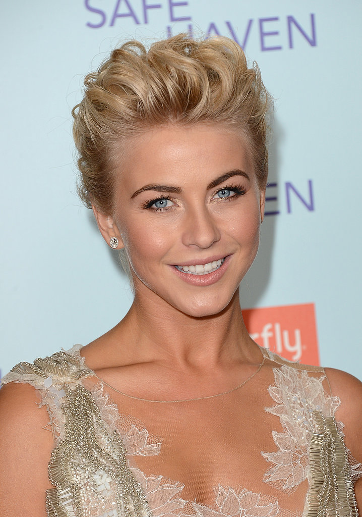 For the big LA premiere of Safe Haven, Julianne wore her crop in a funky, swept-back updo.