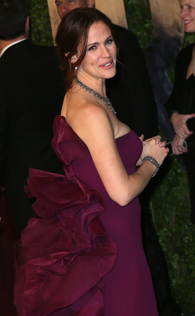 Jennifer Garner showed off the back of her Gucci dress on the way to Vanity Fair's Oscar party.