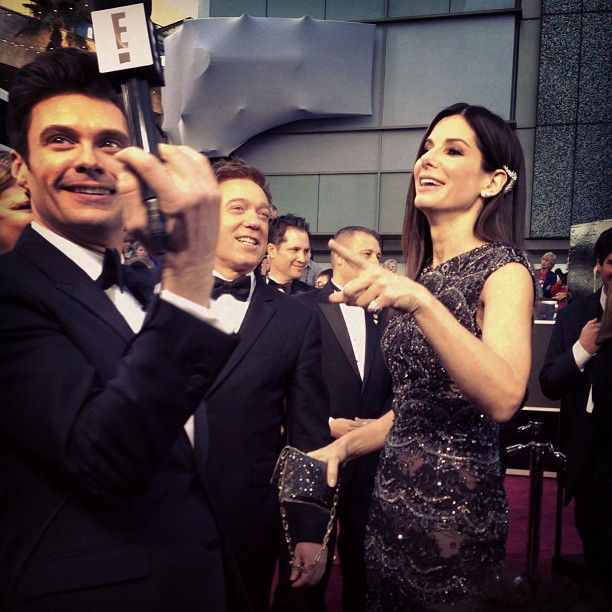 Ryan Seacrest joked around with Sandra Bullock on the red carpet. Source: Instagram user ryanseacrest