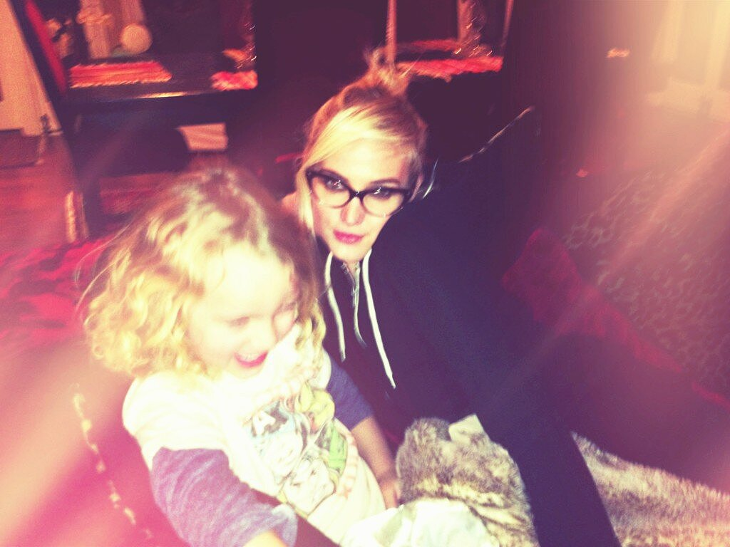 Bronx Wentz had some giggles with his mama, Ashlee Simpson, during movie night. Source: Twitter user ashleesimpson
