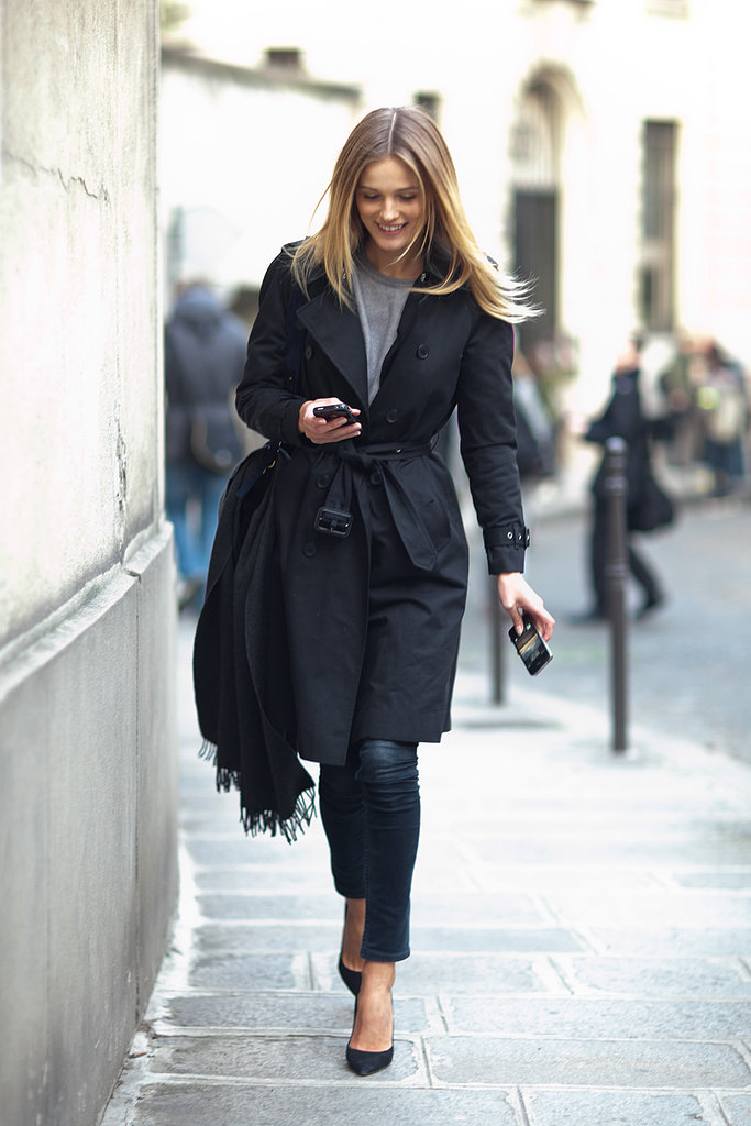A perfect play on the classics, from her trench right down to her heels. Source: Le 21ème | Adam Katz Sinding