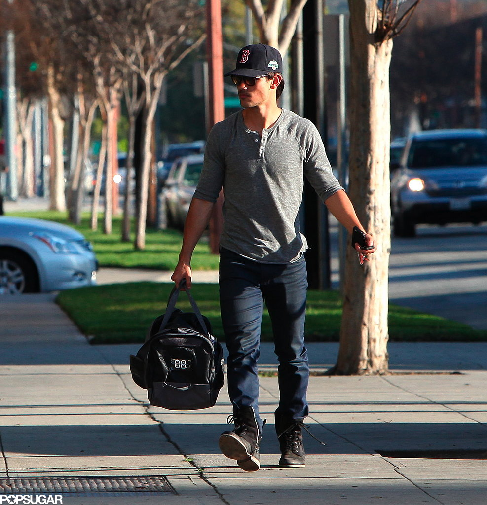 Taylor Lautner wore a baseball hat.
