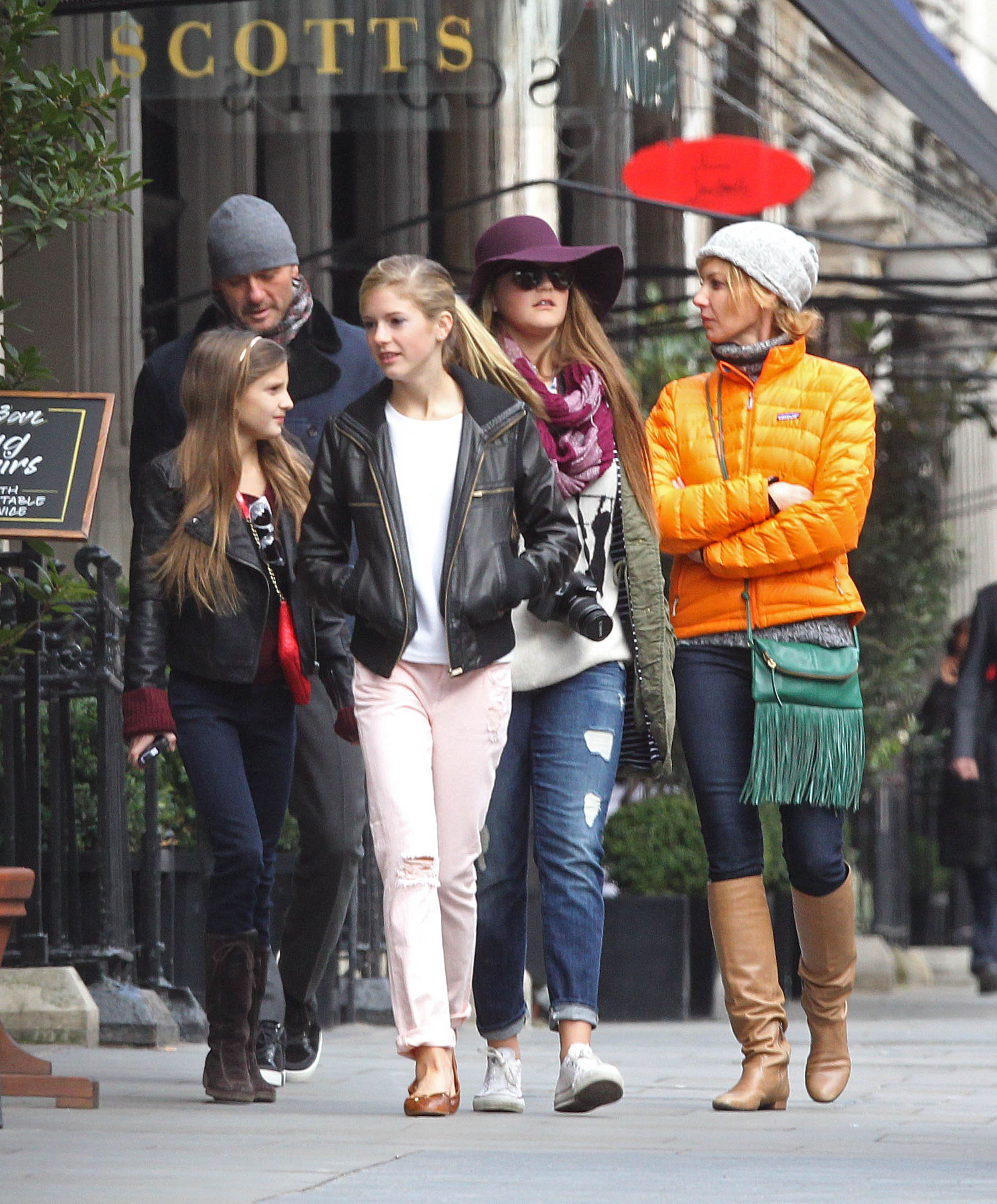 Faith Hill and Tim McGraw Tour London With Their Three Daughters
