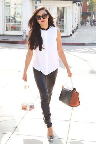 Glee's Naya Rivera showed off an edgy way to rock black and white during a day out in LA. She started with a white sleeveless blouse with a black contrast collar, then finished with black leather pants, black pointy pumps, dramatic cat-eye sunglasses, and an on-trend colorblocked bag.