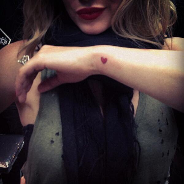 Hilary Duff showed off her new tattoo on Twitter. Source: Twitter user HilaryDuff