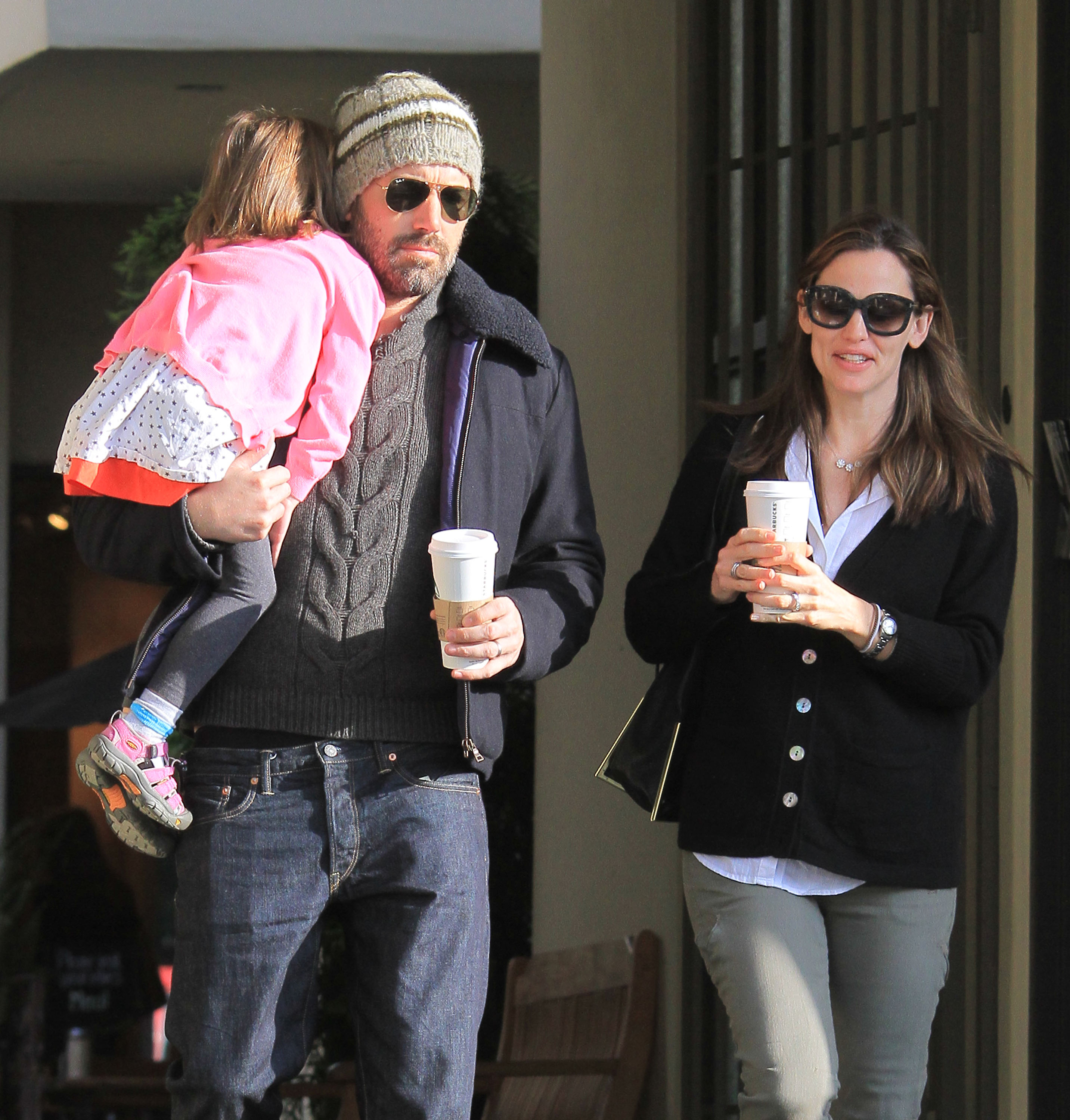 Jennifer Garner chatted with her husband Ben Affleck during a coffee run in LA.