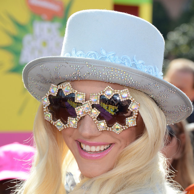 Kesha In Top Hat And Gold Tooth At 2013 Kids' Choice Awards