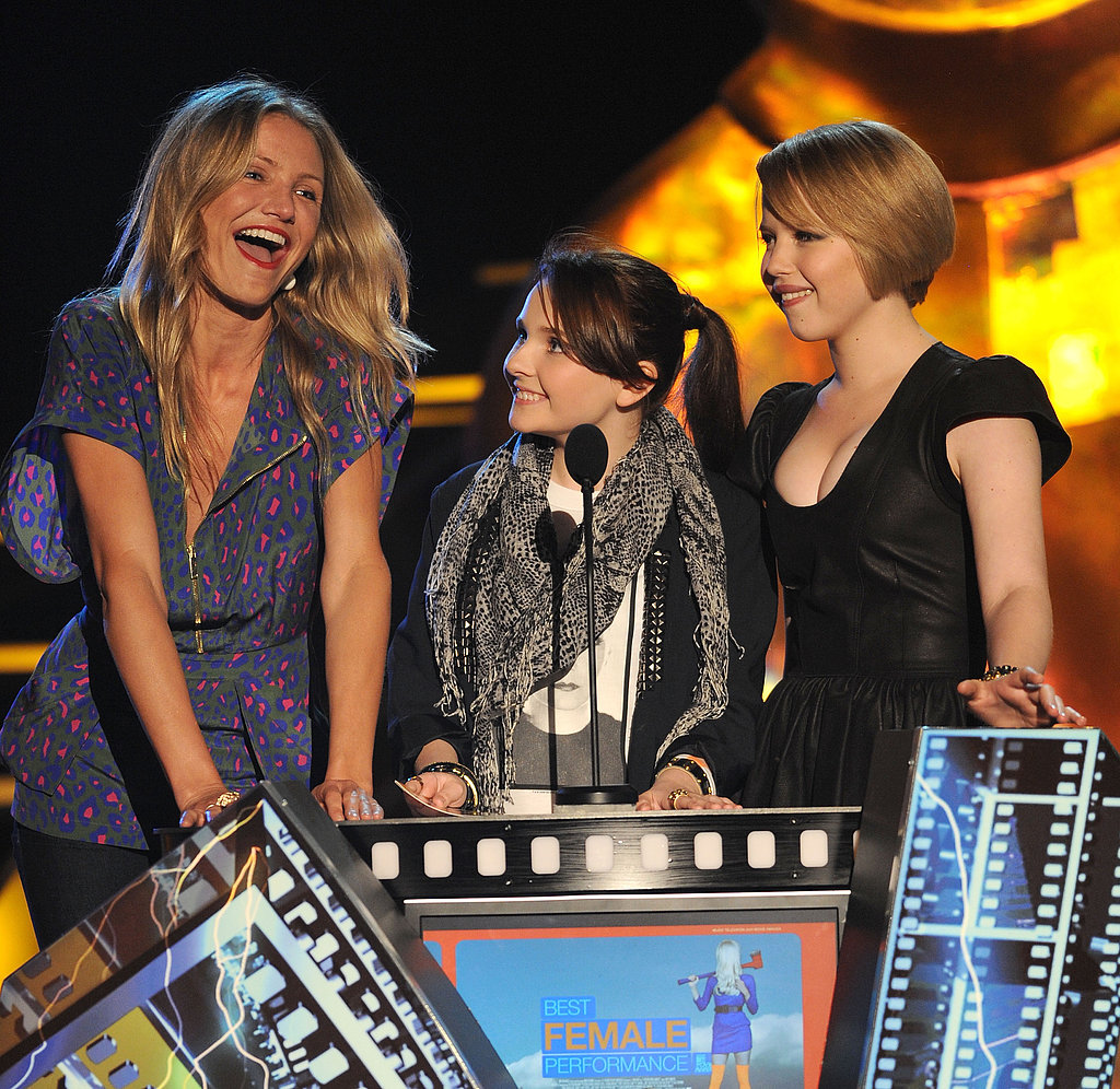 Cameron Diaz and Abigail Breslin shared the microphone in 2009.