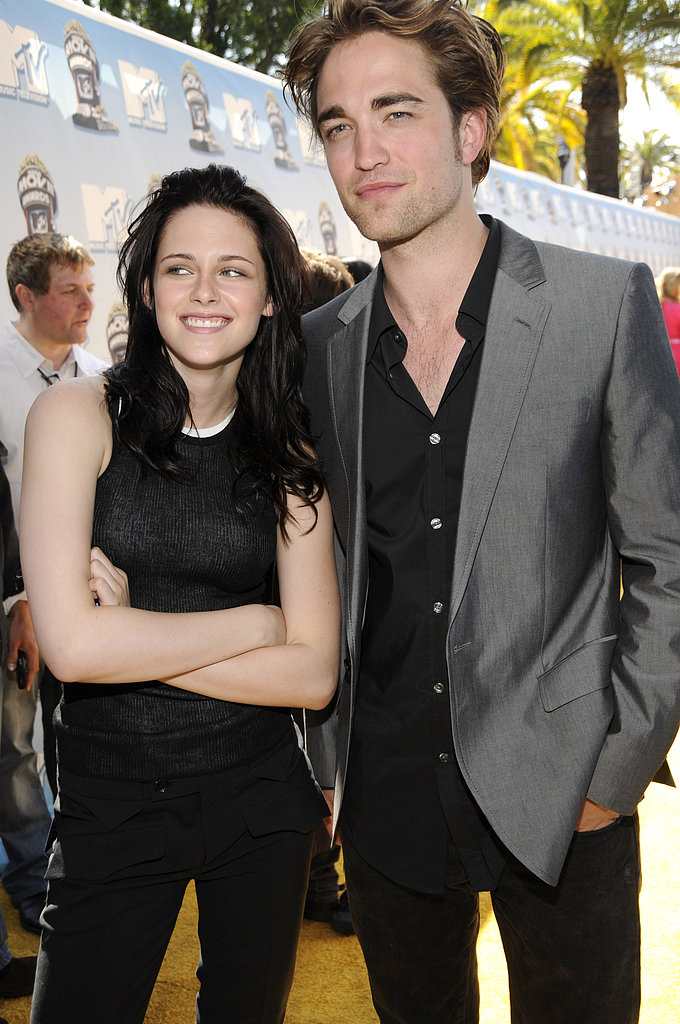 Kristen Stewart and Robert Pattinson posed on the sunny red carpet together in 2008.