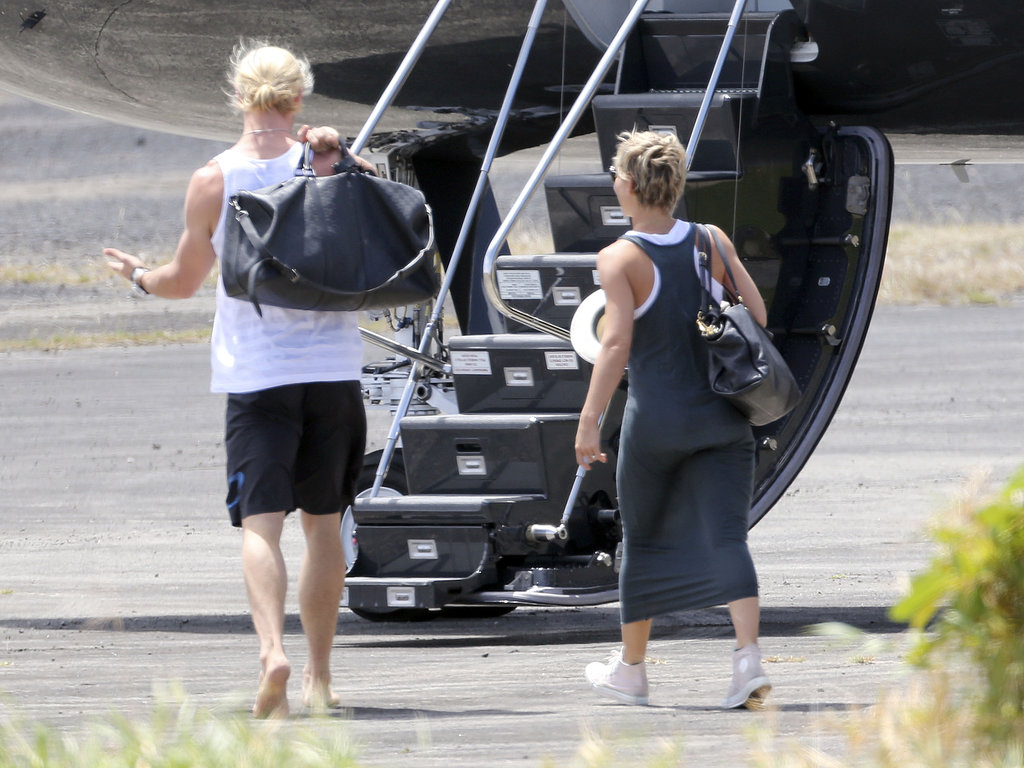 Chris Hemsworth And Wife Elsa Pataky Boarded A Private Jet