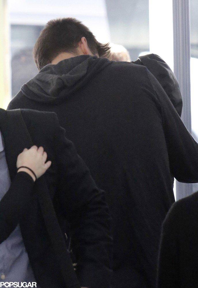 Gerard Piqué and Shakira kissed goodbye in Barcelona.
