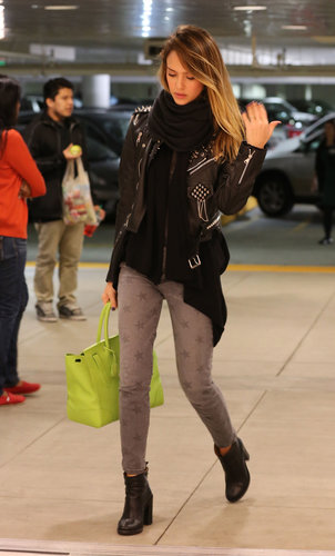 Jessica looked biker chic in a studded Simone leather jacket, star-print Current/Elliott jeans, and a lime-green tote while wrapping up some last-minute Christmas shopping.