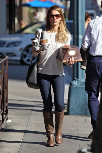 Jessica balanced her LA look — and breakfast treats! — in a boxy sweater and skinny indigos tucked into brown riding boots.