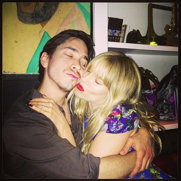 Sienna Miller cuddled up to Justin Long. | Cute Candids ... Robert Pattinson Movies