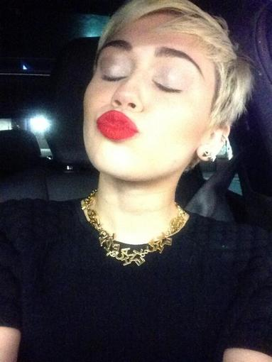 Miley Cyrus blew a red-lipped kiss to her followers. Source: Twitter user MileyCyrus