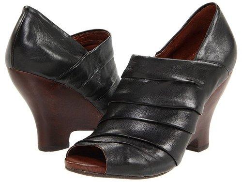 Naya - Genesis (Black Leather) - Footwear