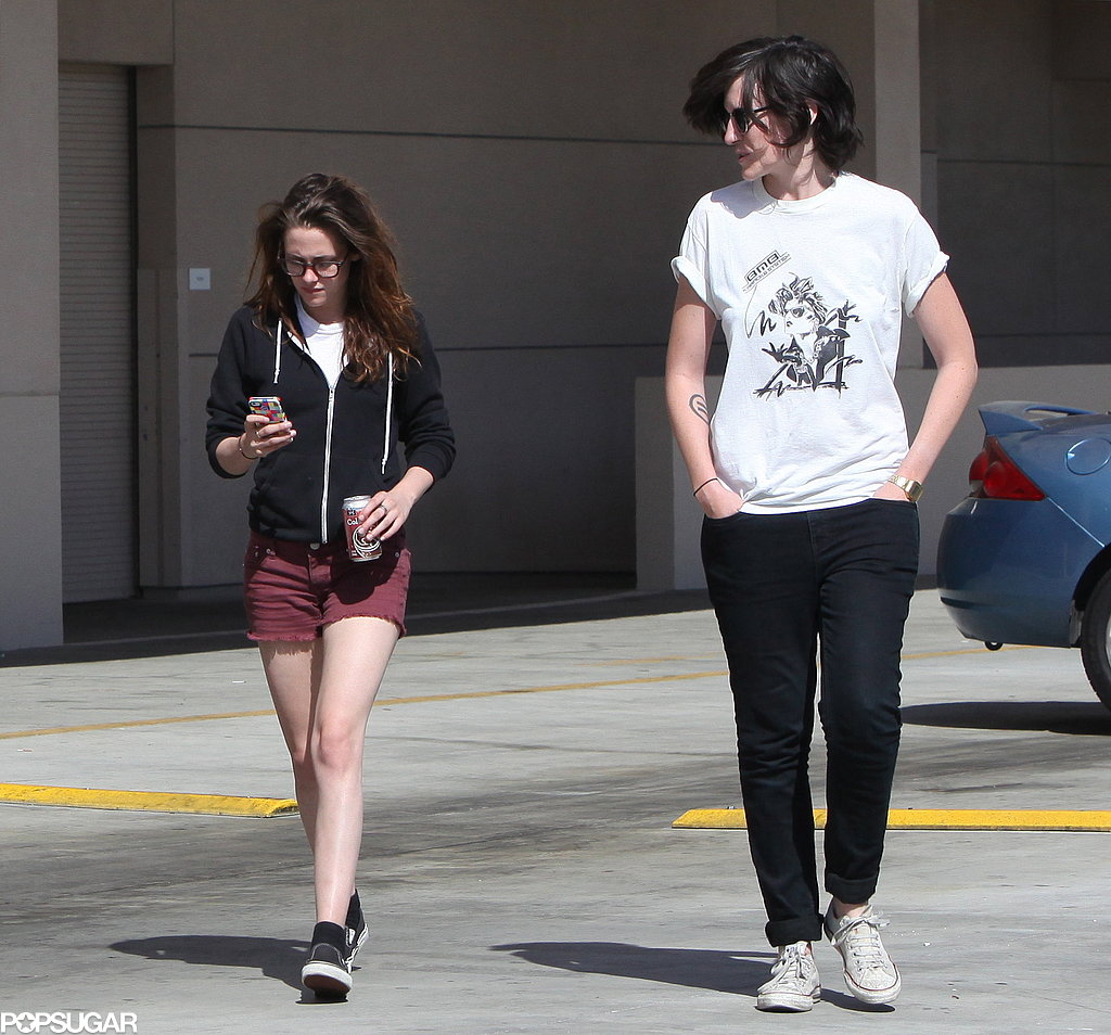 Kristen Surrounds Herself With Friends While Rob Parties in NYC