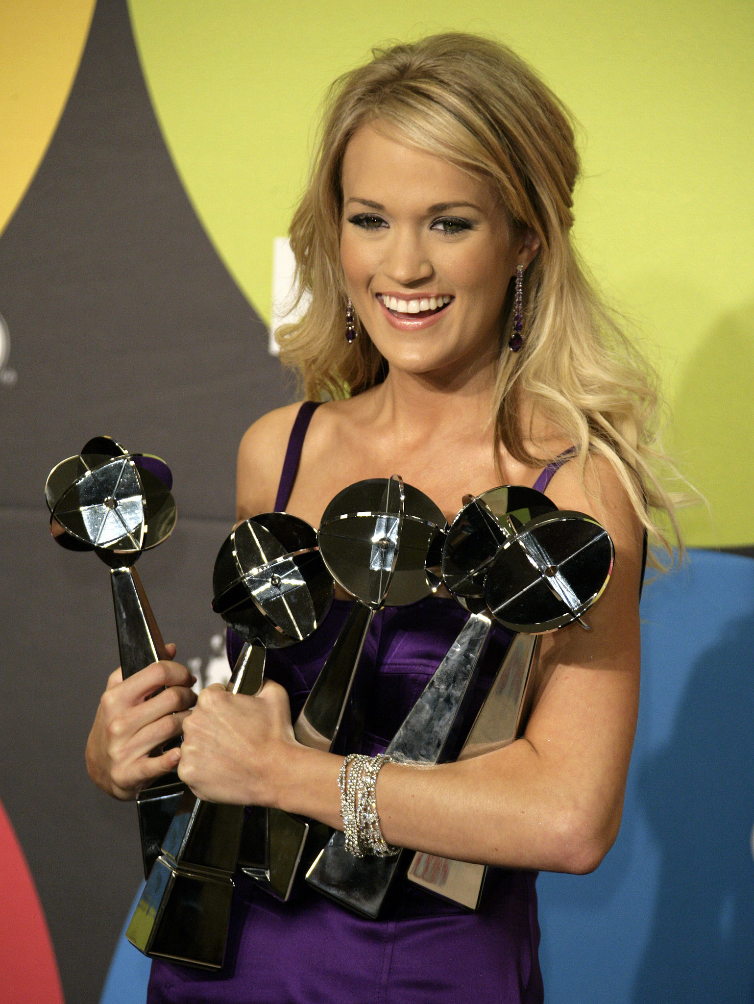 Carrie Underwood balanced multiple Billboard awards after the December 2006 event.