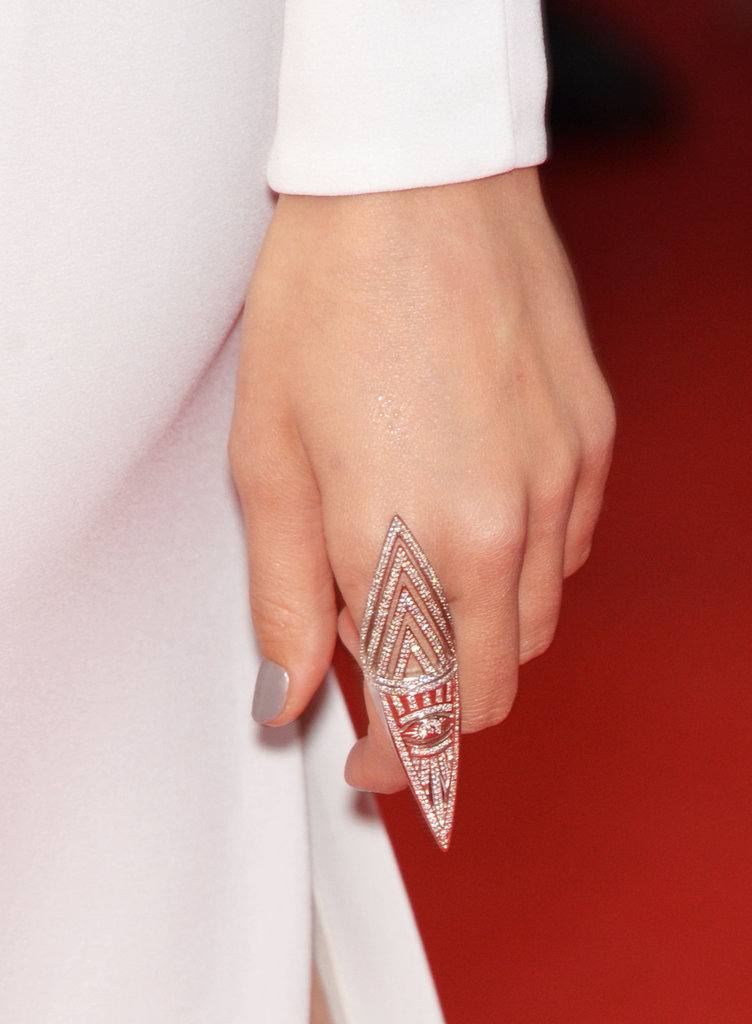 Doutzen Kroes wore an intricate diamond-encrusted ring.