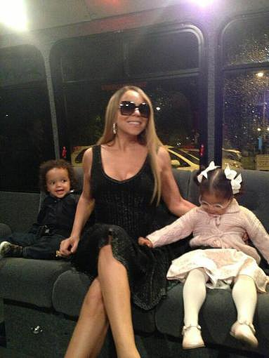 Mariah Carey and her twins, Moroccan and Monroe, saddled up for a shuttle ride. Source: Twitter user MariahCarey