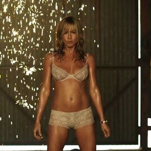 Jennifer Aniston Pole Dancing in We're the Millers   Video