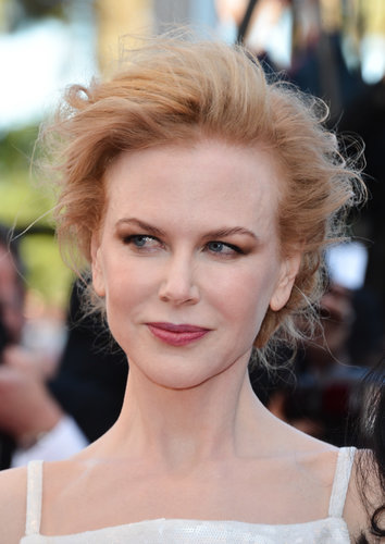 Nicole Kidman went with a classic makeup look at the premiere of La Vénus à la Fourrure, pairing a rosy lip hue and neutral shadows.