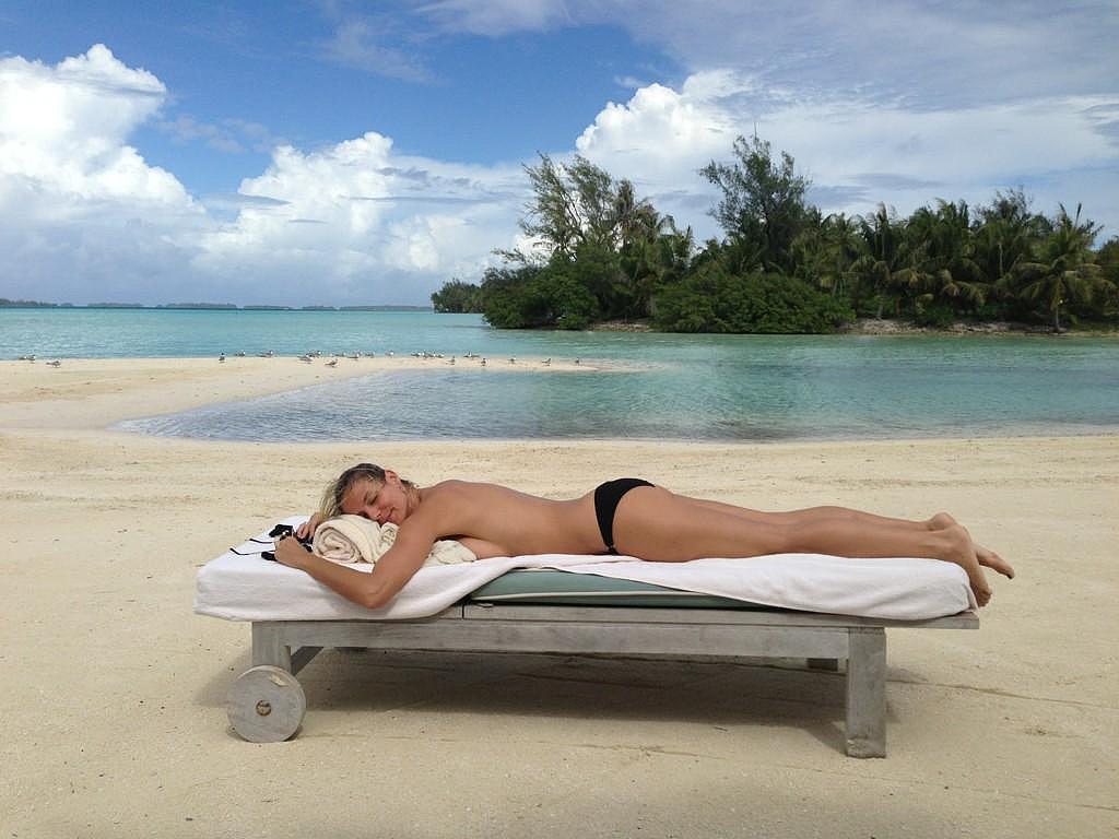 Heidi Klum relaxed on a chaise in December 2012.  Source: Twitter user heidiklum